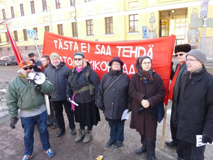 Kommunistit tempaisivat Natoa vastaan