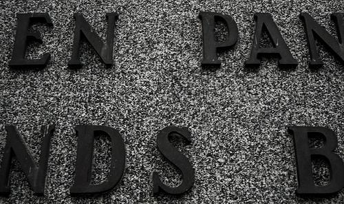 Pankkien valtaa vastaan