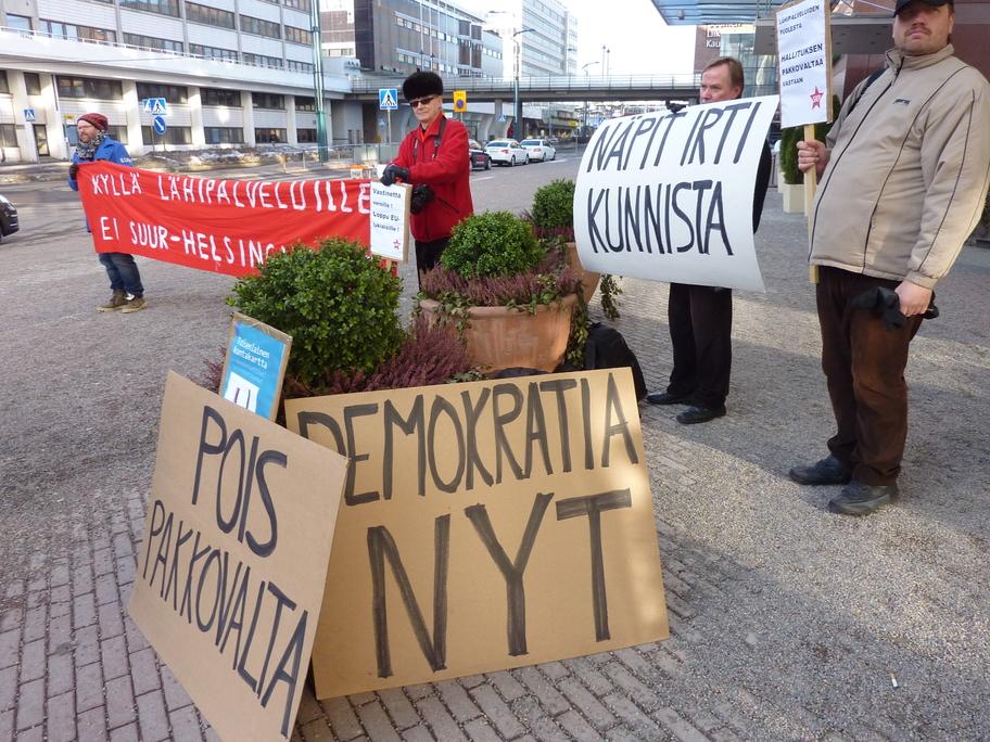 Suur-Helsinki-hanke uhkaa lähipalveluja ja demokratiaa