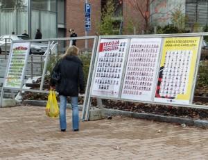 Vaalitaulut Malminkartanon aukiolla