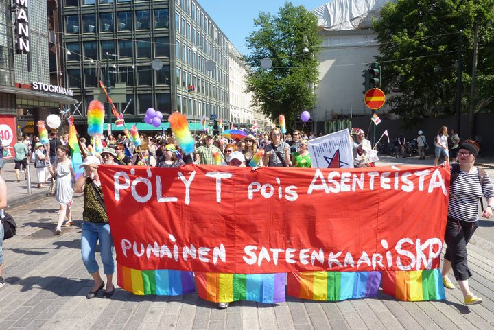 Punainen sateenkaari Helsinki-Pridessa 29.6.