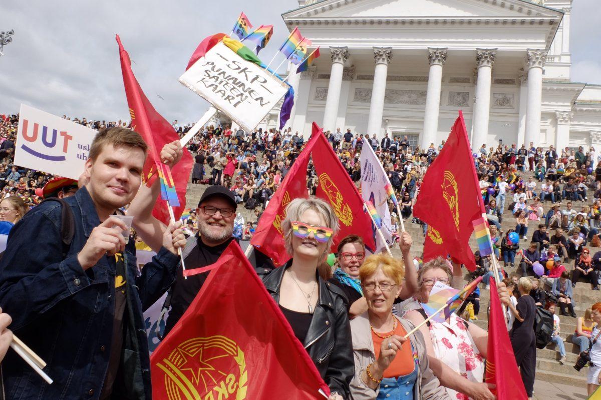 Kymmenet tuhannet Pride-kulkueessa