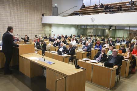 Miksi punavihreä enemmistö siunaa kokoomuslaisen budjetin?